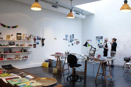 Présentation de l'œuvre de Karine Rougier aux salariés de Vacances Bleues