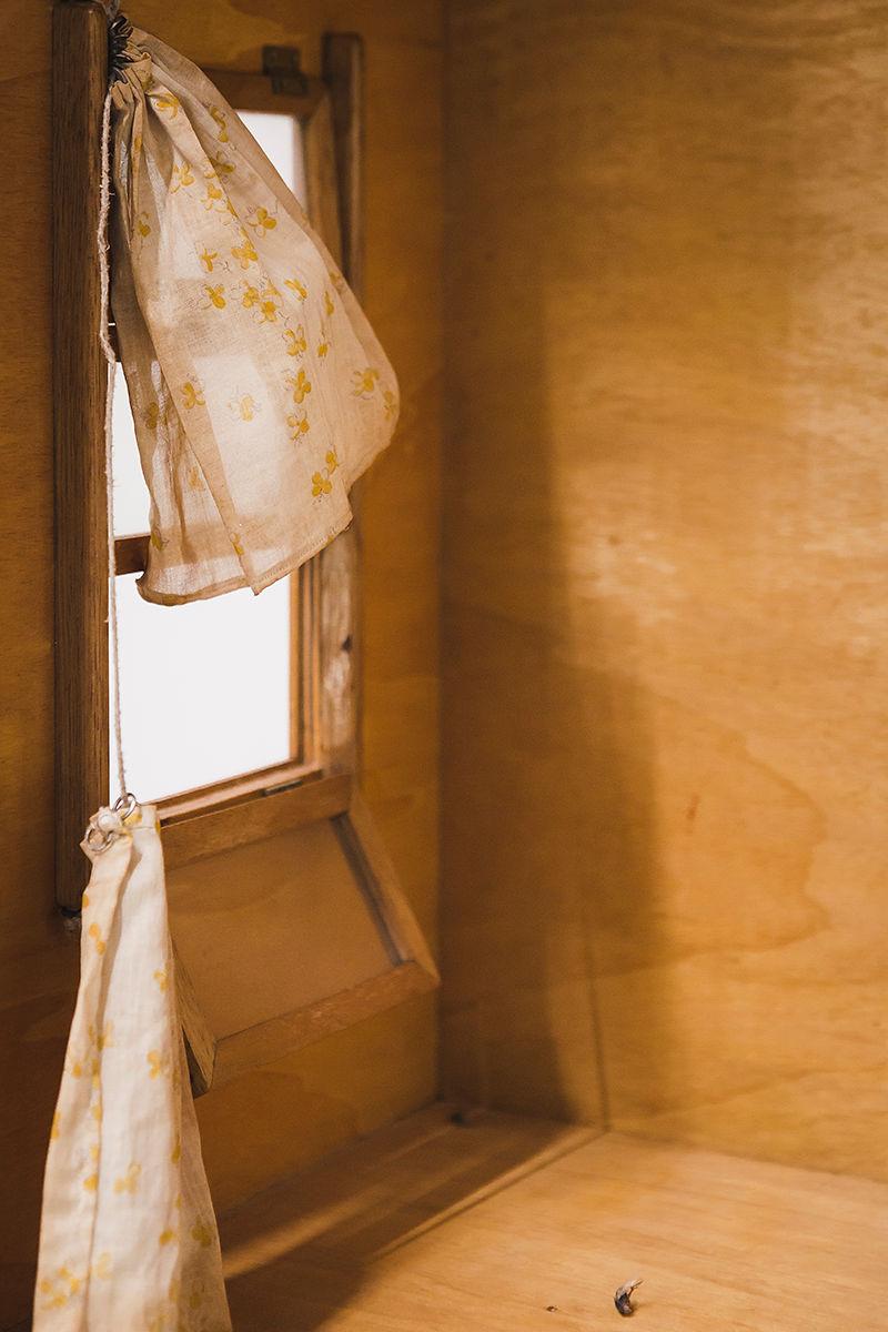 11. Mathis Altmann, YesVacancy (détail), 2016, Aube immédiate, vents tièdes, vue d'exposition, Mécènes du Sud Montpellier-Sète, 2019, image: Elise Ortiou Campion