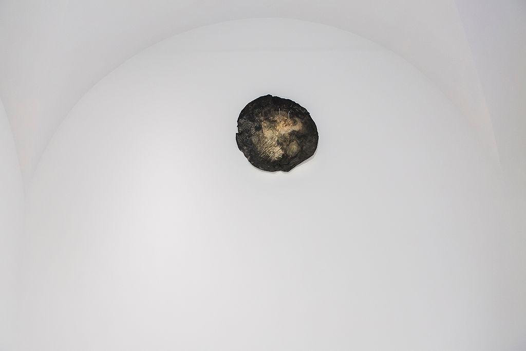 15. Mimosa Echard & Michel Blazy, Kombucha - pataugeoire, 2017, Aube immédiate, vents tièdes, vue d'exposition, Mécènes du Sud Montpellier-Sète, 2019, image: Elise Ortiou Campion