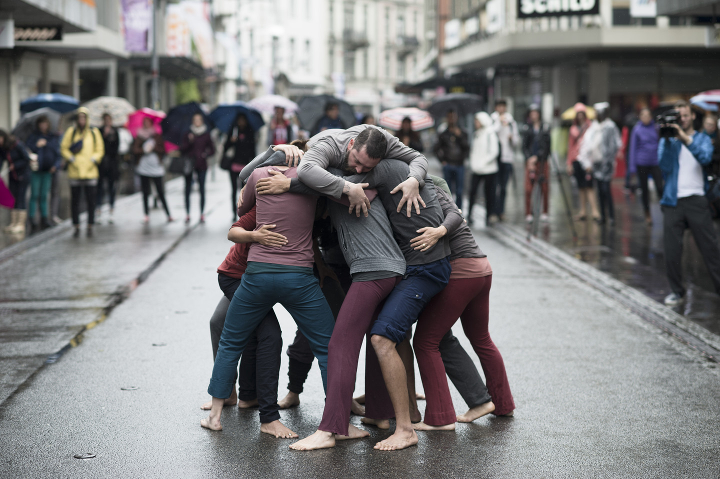 Simone Forti, Huddle, 1961. Performed at Le Mouvement—Performing the City, Biel/Bienne, 2014.  Performance, 10 minutes. The Museum of Modern Art, New York.