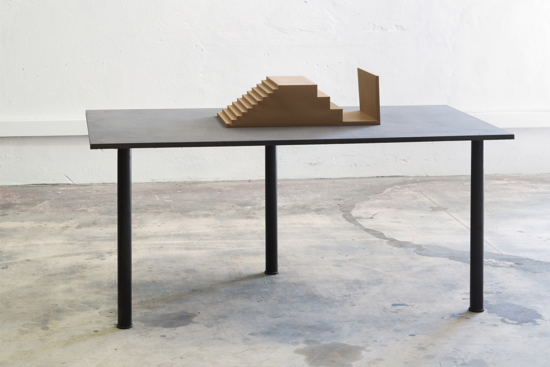 Benjamin Seror Buhne / tv set modèle 1/10ème, 2009 Maquette en papier Courtesy de l'artiste